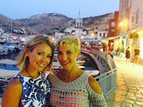 is kelly ripa fight with jessica seinfeld kelly ripa and jessica seinfeld in greece beautiful