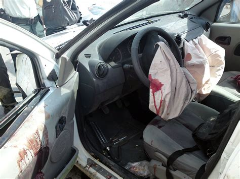 airbag deployment 2010 toyota yaris interior lighting file airbag of dacia logan after accident jpg wikimedia commons