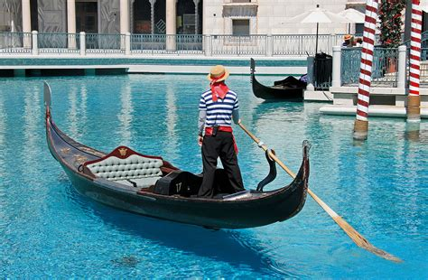 boat hotel definition fichier gondola at the venetian jpg wikip 233 dia