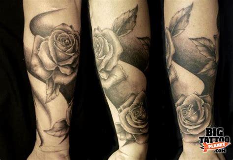 black and grey rose tattoo sleeve joe carpenter black and grey tattoo big tattoo planet