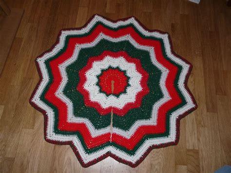 christmas ripples tree skirt pattern ravelry round ripple tree skirt pattern by lisa at