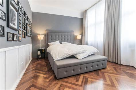 schlafzimmer graues bett graues doppelbett mit knopfheftung roomido
