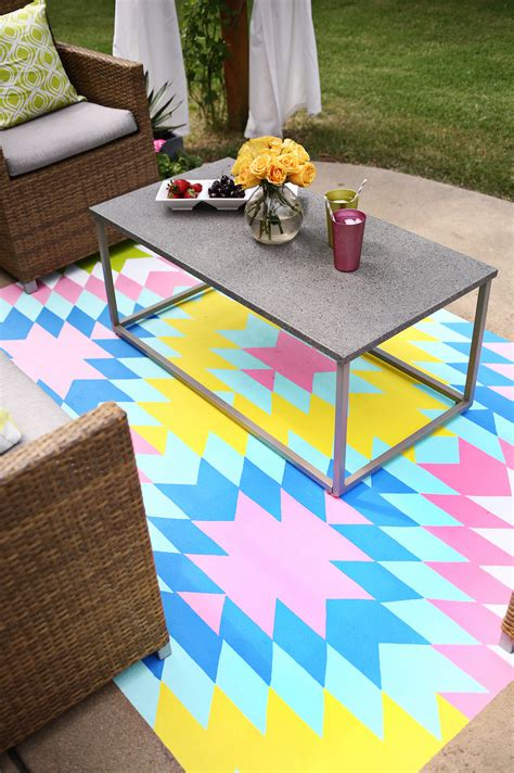 Paint Your Own Outdoor Rug A Beautiful Mess How To Paint An Outdoor Rug