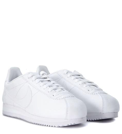 nike classic cortez sneaker nike cortez white leather nike classic sneaker bianco