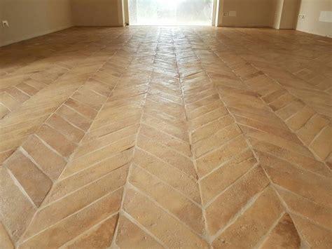 pavimenti in cotto fatto a mano oltre 25 fantastiche idee su pavimenti rustici su