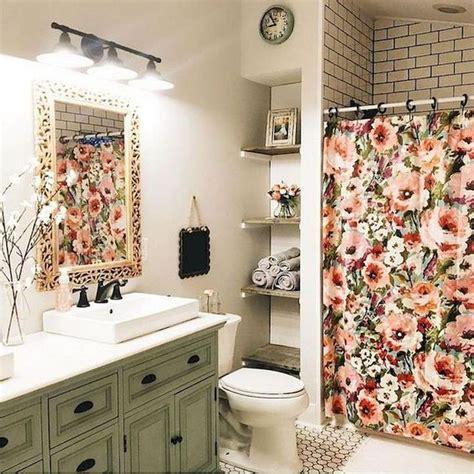 Half Bathroom Makeovers by Best 25 Bathroom Makeovers Ideas On Small