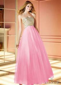 dresses to wear to a formal wedding tips of choosing dresses to wear to a winter wedding