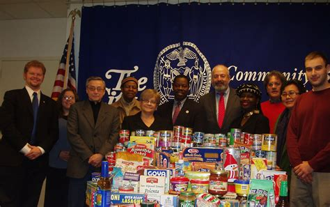 cb14 organizes successful food drive for local