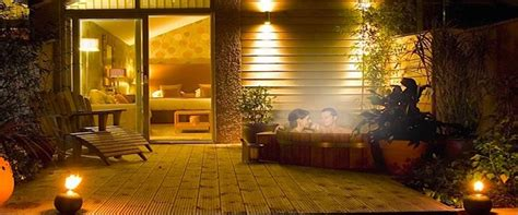 Hotels with Hot Tubs & Jacuzzi Baths   Room for Romance