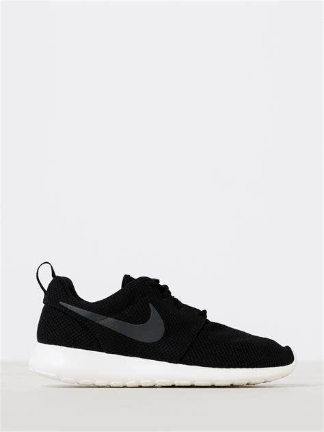 Sneakers Roshe Run Cowo 9 nike mens roshe run sneakers in black white