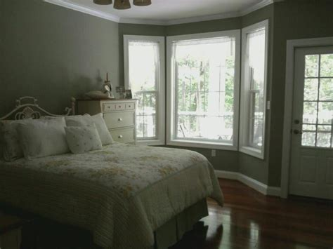 Behr Textured Ceiling Paint by Behr Textured Seafoam Green Paint In Guest Bedroom