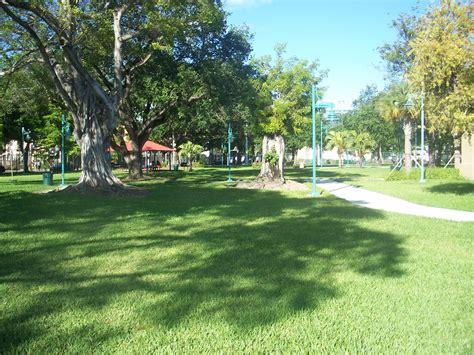 parks miami file miami fl lummus park hd park01 jpg wikimedia commons
