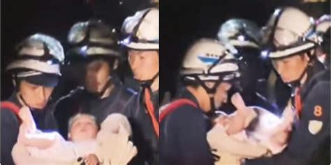 Biodata Bayi Plus Bingkai Kaca 8 bayi 8 bulan selamat dari reruntuhan gempa di jepang tanpa luka sedikit pun