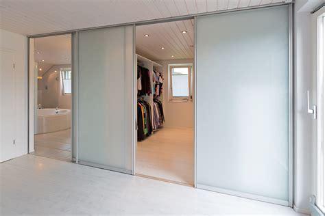 Schlafzimmer Mit Bad Und Ankleide by Schiebet 252 Ren Als Raumteiler In Die Ankleide Und Als