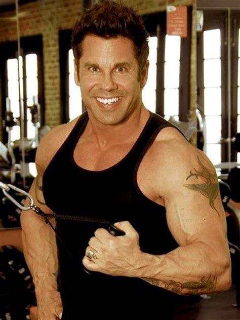 ryan reynolds bench press ryan reynolds deadpool workout routine diet plan body stats
