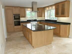 Light Oak Kitchen Cabinets Black Granite Worktop With Floor Tiles ιδέες για το σπίτι Black Granite