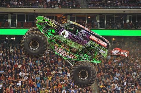 monster truck grave digger video monster jam returns to orlando orlando fun and food