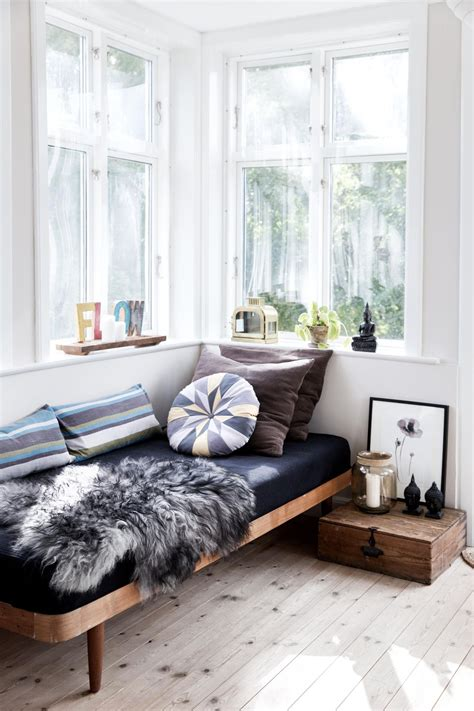 daybed ideas reading nooks cozy decorating ideas daybed 12 daybed ideas we re daydreaming about http freshome