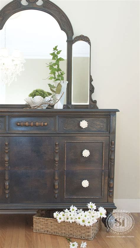Painted Antique Dressers by Best 25 Painted Dressers Ideas On Chalk Paint