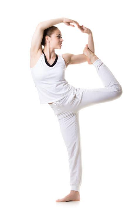 mujres asiedo mujer haciendo yoga descargar fotos gratis