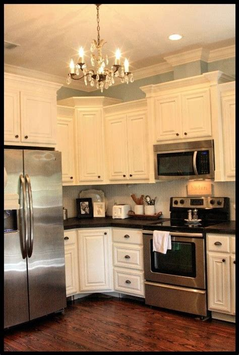 white speckle countertops with black appliances pics of 25 best ideas about crown molding kitchen on pinterest