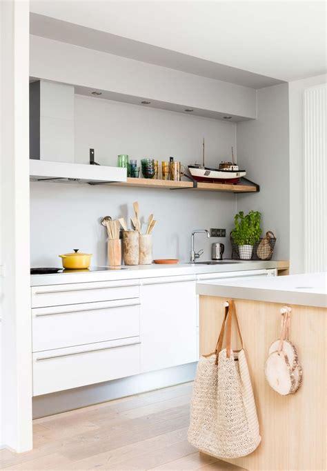 modern white kitchen ideas 25 best ideas about modern white kitchens on
