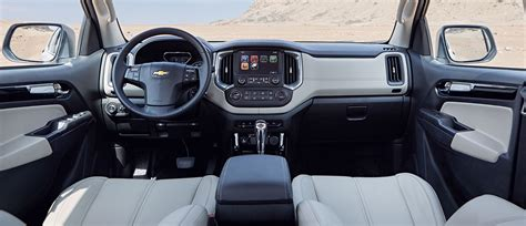 chevrolet trailblazer 2017 interior شفروليه تريل بليزر سيارة 7 راكب الإمارات العربية المتحدة