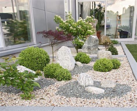 garten mit steinen gestalten vorgartengestaltung mit kies modern kunstrasen garten