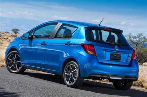 2015 Toyota Yaris Se Rear Three Quarter View 1 Photo 8