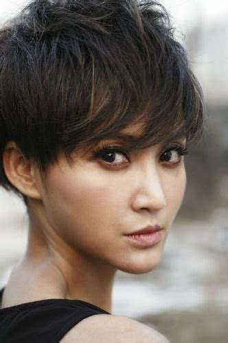 haircuts for small faces 15 best hairstyles for small face shapes styles at life