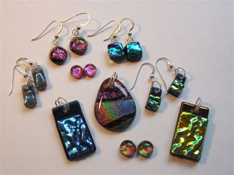 glass jewelry go different with style by using glass jewelry for your