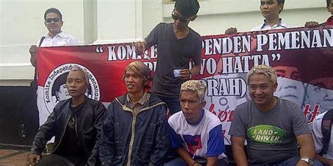 Catok Rambut Di Bandung pasukan rambo cat rambut putih ala hatta rajasa di bandung merdeka