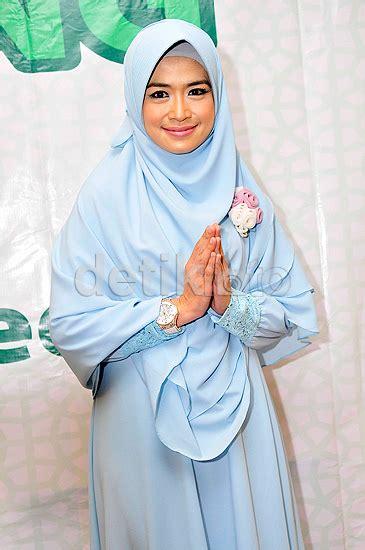 Gamis Rubiah Merak nikah dengan ustad yulia rachman akan pensiun jadi artis