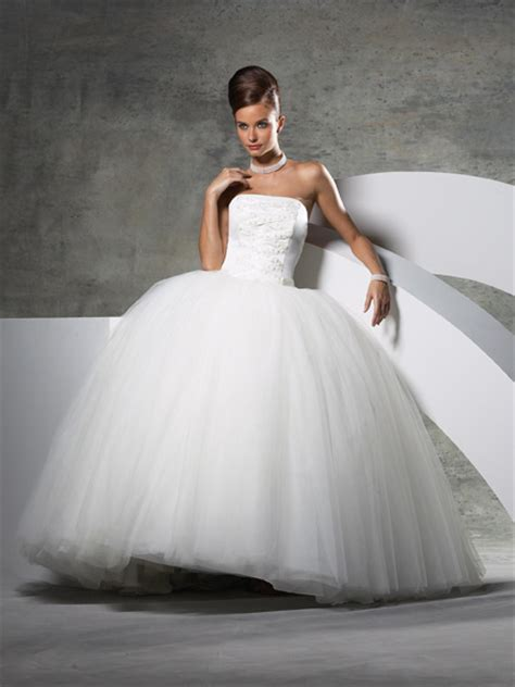 princess looking wedding dresses princess style wedding dress clean only