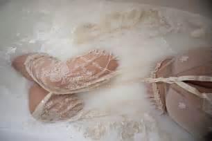 schwanger badewanne self portrait milk bath boudoir shoot johnson