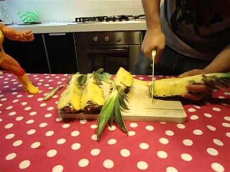 come presentare l ananas a tavola come sbucciare e tagliare l ananas guide di cucina
