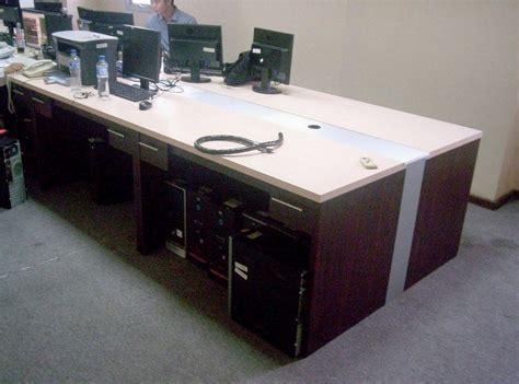 Meja Kantor Panjang jual meja kantor panjang berjejer lubang kabel komputer