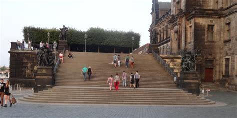 terrasse am bischofsplatz 01097 dresden br 252 hlsche terrasse barrierefreier zugang am st 228 ndehaus