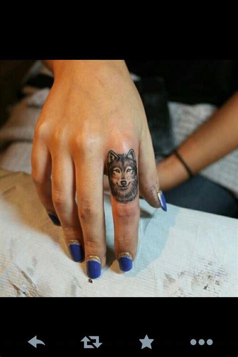 finger tattoo verschwommen quot haltbarkeit quot von finger tattoos tattoo bewertung de