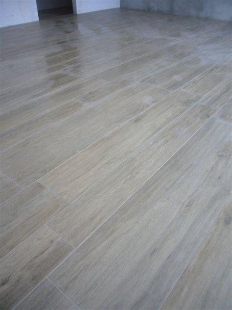 posa piastrelle diagonale pavimento in gres effetto legno gabbatore mattia