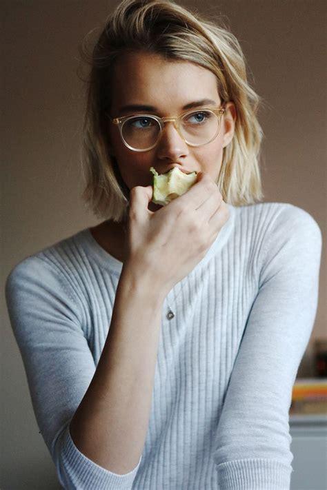 the clear frame glasses trend prescription eyeglasses trends 2017