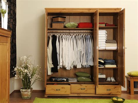 Armoire Pin Miel by Armoire Pin Massif
