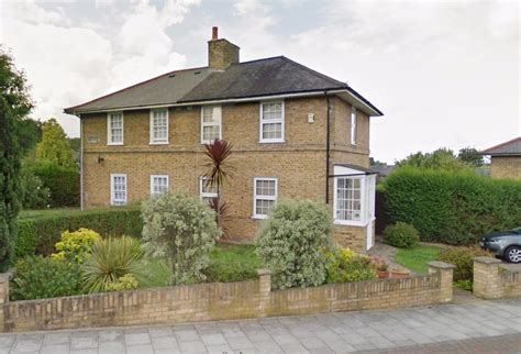 two bedroom detached house 2 bedroom semi detached house to let in nunhead with