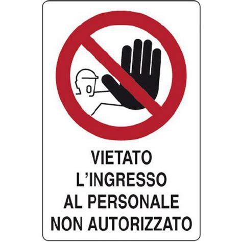 cartello di divieto vietato l ingresso al personale non
