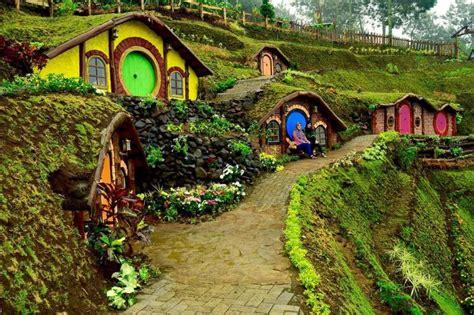 membuat rumah hobbit rumah hobbit spot selfie baru di kota batu malang raya