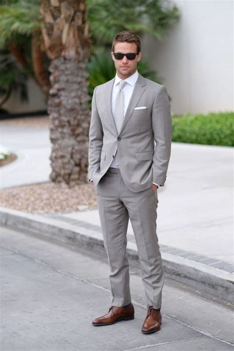 shirt with light grey suit what color shirt and tie should i wear with a gray suit to