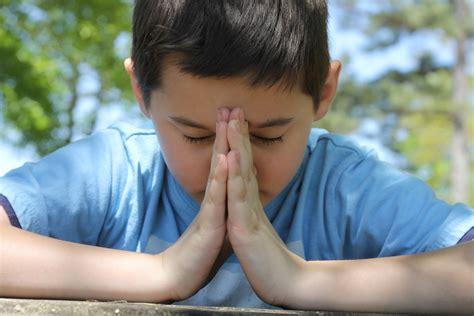 imagenes de ositos orando ni 241 o orando juan 1 16