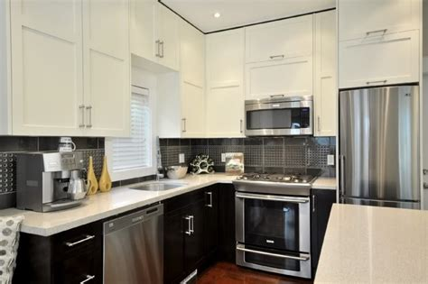 Repainting Kitchen Cabinets Ideas by Two Tone Kitchen Cabinets Thraam Com