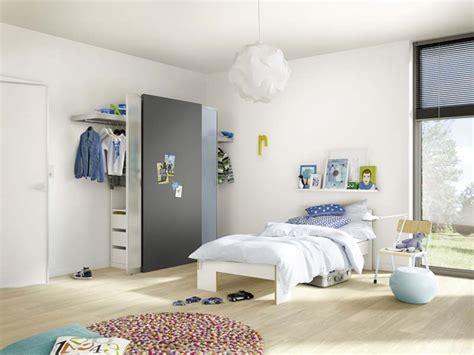 kleiderschrank platzsparend wohnraum gewinnen mit schranksystemen