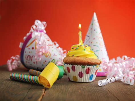 happy room tips decorate kid s room for birthday tips boldsky